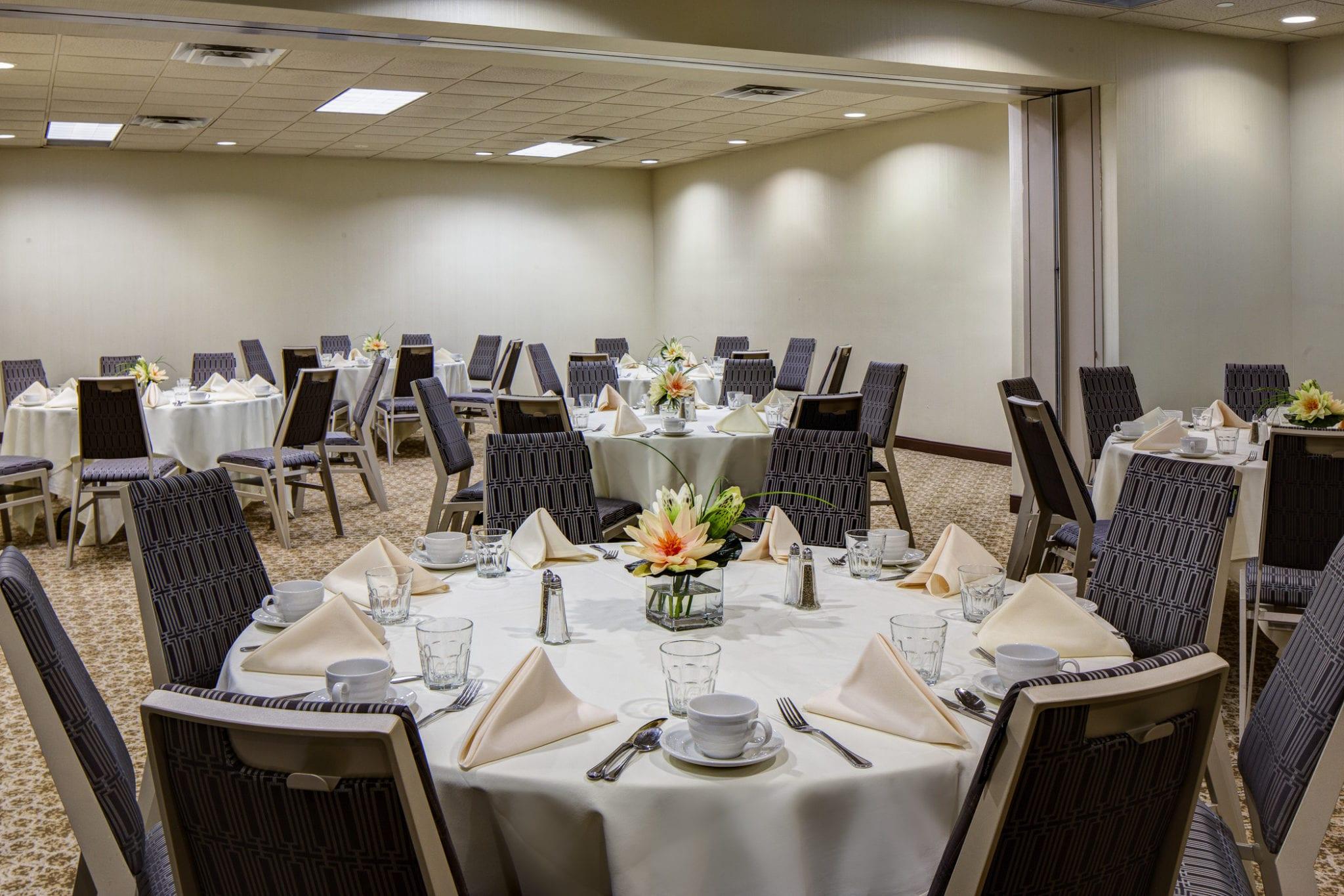 Oak Ballroom Banquet Style-Med (2)